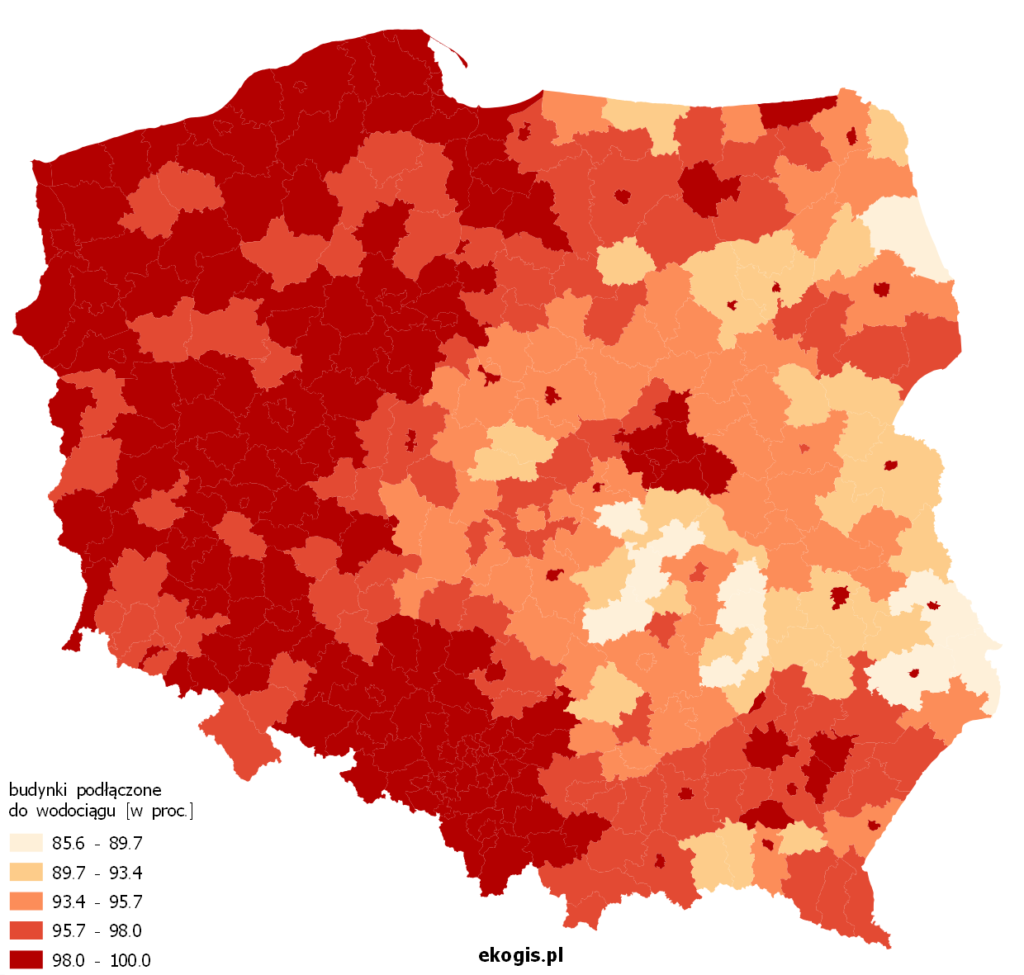 Mapa rzedstawia procent budynków podłączonych do wodociągów w powiatach